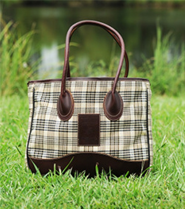 5/A Baker® Taylor Tote